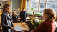 "Alle gegen eine: Szene aus Sönke Wortmanns Kinofilm ""Frau Müller muss weg"""