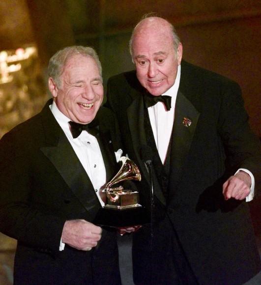 """Im Jahr 1999 hat Carl Reiner (r.) mit Mel Brooks für """"The 2000 Year Old Man in the Year 2000"""" einen Grammy gewonnen."""