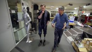 "Ranga Yogeshwar mit Prof. Hugh Herr vom MIT Media Lab in der Dokumentation ""Der große Umbruch"""