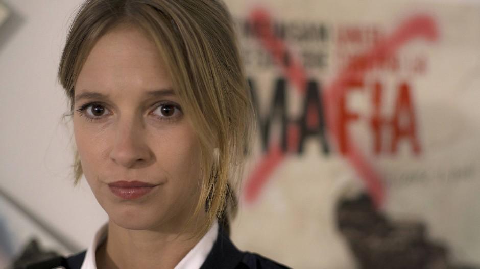 Johanna Stern (Lisa Bitter) bei den Mafia-Ermittlern des LKA