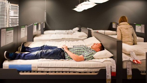 warum streiten sich paare immer beim ikea besuch. Black Bedroom Furniture Sets. Home Design Ideas