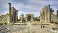 Wo die Stadt gewann: die drei Medresen, Orte des islamischen Unterrichts, erbaut zwischen dem frühen fünfzehnten und Mitte des siebzehnten Jahrhunderts, auf dem Hauptplatz von Samarkand in Usbekistan.