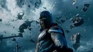 """An Action mangelt es nicht: Micheal Fassbender als Magneto in einer Szene aus dem Film """"X-Men: Apocalypse""""."""