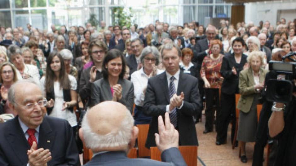 Stehender Applaus für einen Aufrechten: Marcel Reich-Ranicki am Sonntag im Museum Judengasse in Frankfurt