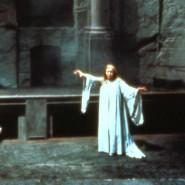 """Gwyneth Jones als Brünnhilde in der dritten Szene des ersten Aktes der """"Götterdämmerung"""" 1976 in Bayreuth"""