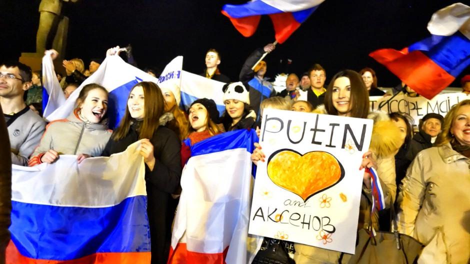 Beitrittsjubel auf der Krim: War Russlands Vorgehen ein Völkerrechts- oder Verfassungsbruch?