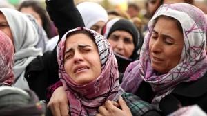 Christliche Assyrer bereiten sich auf den Kampf vor