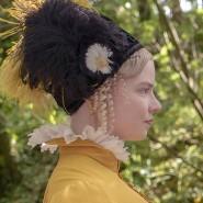 """Eine Frage des Sicherheitsabstands: Anya Taylor-Joy (l.) in der Titelrolle und Mia Goth in """"Emma"""""""