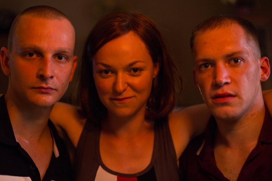 Sie hatte die Hosen an: Zschäpe (Lisa Wagner, Mitte) und die beiden Uwes (Kai Malina, links, und Christoph Förster).