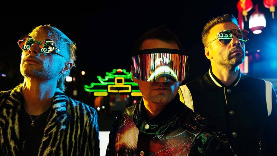 Ganz so stilsicher wie die Mensch-Maschinen von Daft Punk sind Muse noch nicht - aber vielleicht ist das auch gar nicht ihr Ziel.