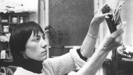 """Helke Sander in ihrem Film """"Die allseitig reduzierte Persönlichkeit"""" aus dem Jahr 1977"""