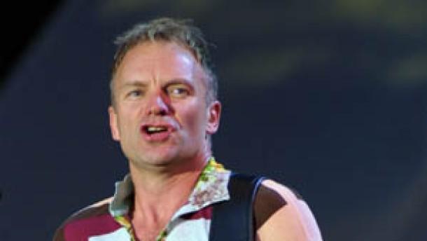 Auf der Bühne Funken sprühend: Sting wird 50