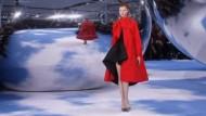 Bei den Pret-a-porter-Schauen für die kommende Herbst/Wintersaison zitierte Kreativchef Raf Simons Werke des Firmengründers Christian Dior.