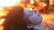 """Notfallszenario: eine Darstellerin der israelischen Schauspieler- und Tanzgruppe """"Public Movement"""""""