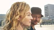 Ja, die Sonne geht wirklich immer wieder auf: Inga Humpe und Tommi Eckart