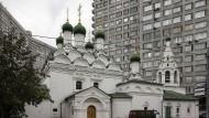 Zwischen Plattenbauten: ein russisches Gotteshaus im Wohngebiet.