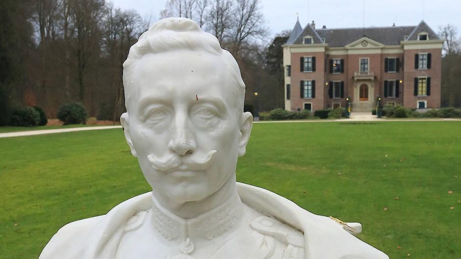 Der Kaiser im Exil: Büste Wilhelms II. vor Huis Doorn