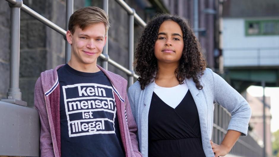 Sarah-Lee Heinrich (rechts) war mit vierzehn mal peinlich. Das hat sie mit einem Großteil der Bevölkerung gemeinsam.