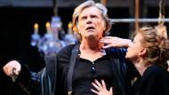 """Ein himmlischer Hypochonder: Gert Voss mit Caroline Peters in Matthias Hartmanns Inszenierung von Tschechows """"Onkel Wanja"""" im Wiener Akademietheater"""