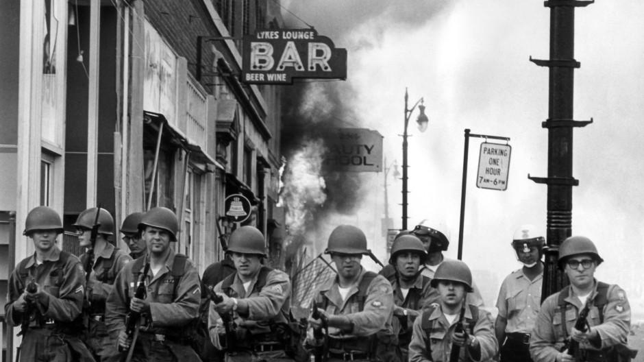 Als Präsident Johnson die Nationalgarde schickte und diese Schreckliches tat: Detroit, 1967