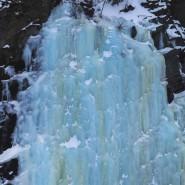 Gefrorener Wasserfall im norwegischen Drivdalen