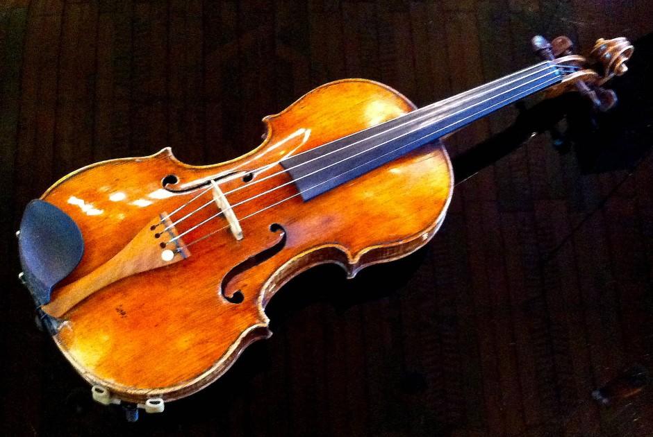 Der Empfehlung, für diese Guarneri-Geige eine Entschädigung zu zahlen, verlieh Hans-Jürgen Papier, der Vorsitzende der Beratenden Kommission, mit einer öffentlichen Zahlungsaufforderung Nachdruck.