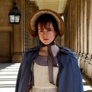 """Claire Foy spielt Amy Dorrit, die alle nur """"die Kleine"""" nennen.Geht deren Weg nah oben - oder ins Verderben? ."""
