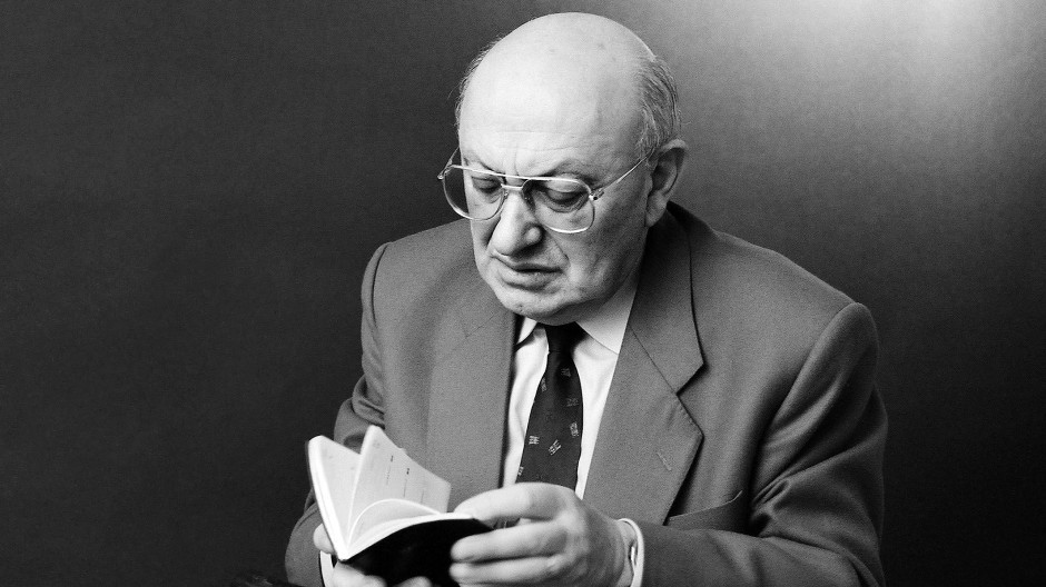 """""""Der Literaturkritiker muss seine Sache mit verbissenem Ernst betreiben, sonst ist er keiner"""": Marcel Reich-Ranicki."""