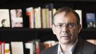 Markus Hatzer in der zum Verlag gehörenden Buchhandlung Haymon am Innsbrucker Sparkassenplatz