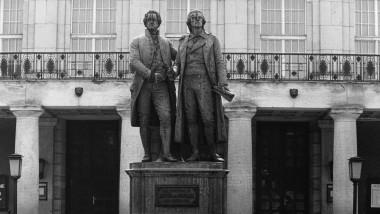 Zwei von Rüdiger Safranski mit Biographien bedachte große Geister: Goethe und Schiller, in Weimar - wo wonst? - zusammengebracht durch Ernst Rietschel