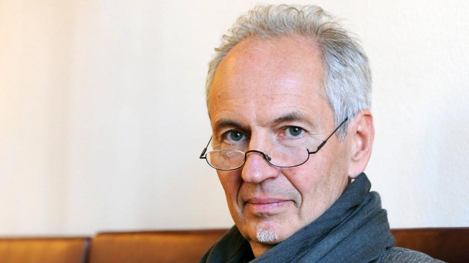 """Eugen Ruge, geboren 1954 in Soswa (Ural), flüchtete 1988 aus der DDR in den Westen. 2011 wurde er für sein Romandebüt """"In Zeiten des abnehmenden Lichts"""" mit dem Deutschen Buchpreis ausgezeichnet. Soeben erschien der Roman """"Cabo de Gata""""."""
