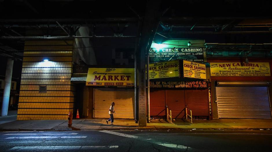 Streets of Philadelphia: Entlang der berüchtigten Kensington Avenue versammeln sich jeden Tag Prostituierte und Dealer, um auf Kundschaft zu lauern.