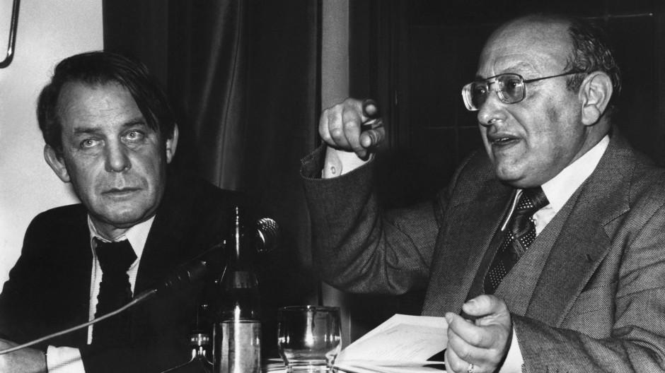 Siegfried Lenz und Marcel Reich-Ranicki bei einer Podiumsdiskussion in den sechziger Jahren