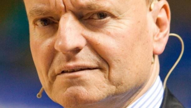 Prof. Manfred Spitzer - Der Neurowissenschaftler spricht auf dem Feld vor dem Basketball-Bundesligaspiel der Frankfurt Skyliners gegen Hagen