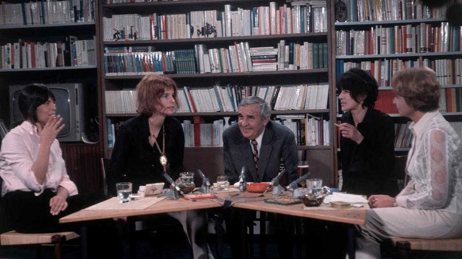 """Literatur im Fernsehen, Oktober 1969: In der ersten Folge des """"Literarischen Colloquiums"""" diskutieren Barbara König, Renate Rasp, Hans Werner Richter, Gabriele Wohmann und Helga M. Nowak"""