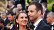 Halb zog sie ihn, halb stank es ihm? Benjamin Millepied mit seiner Frau, Natalie Portman, aim Mai 2015 in Cannes