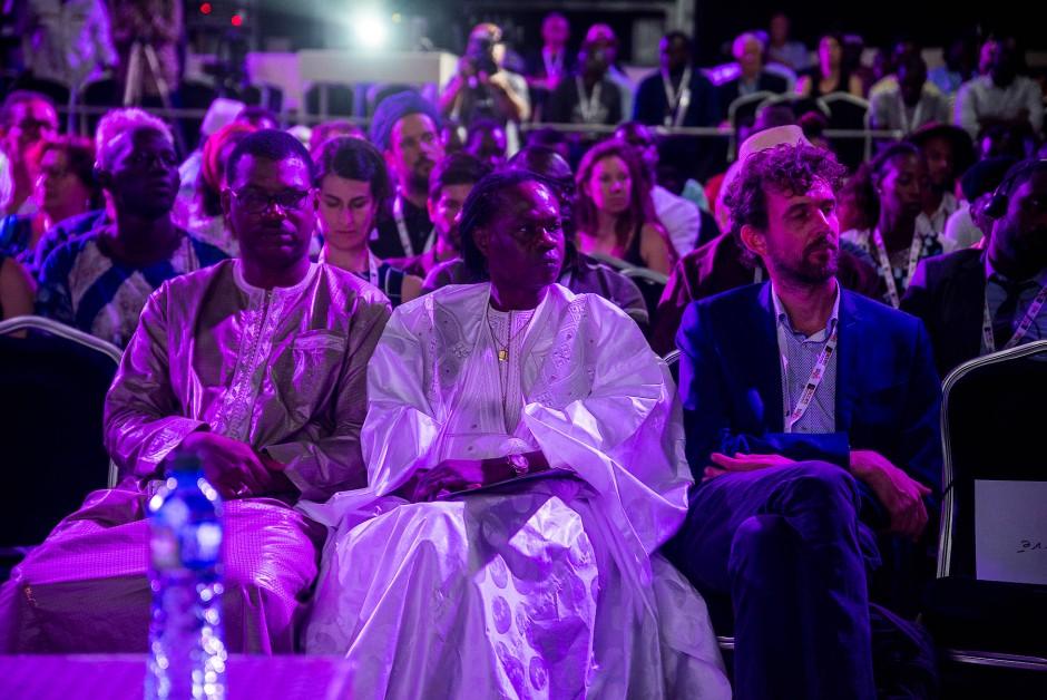 Die senegalesische Musikerkoryphäe Baaba Maal und  Philip Küppers, Direktor des Goethe-Instituts Senegal in Dakar.