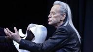 """Er wollte immer weiterspielen: Helmuth Lohner als """"Valmont"""" bei einer Probe von Heiner Müllers """"Quartett"""" im Februar 2014."""