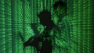 Der Kampf um die Freiheit findet heute im Cyberspace statt. Wie können sich liberale Demokratien vor autoritärer Einflussnahme schützen?
