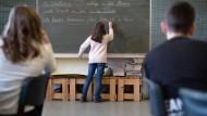 Basiswissen Deutsch: In einer Ludwigshafener Grundschule übt sich eine vierte Klasse an den grundlegenden Regeln der deutschen Grammatik.