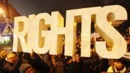 Proteste gegen die Änderungen Anfang Dezember vor dem Parlament in Warschau