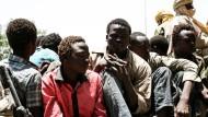 Einigen jungen Boko-Haram-Kämpfern ist die Flucht aus Nigeria gelungen. Sie stellten sich in Ngouboua den tschadischen Behörden.