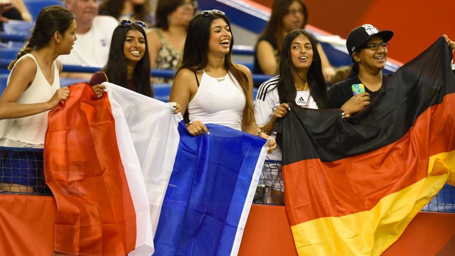 Nicht immer stehen Frankreich und Deutschland so friedlich nebeneinander, wie bei der Frauenfußball-WM