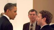 Damals noch sehr freundschaftlich: Zuckerberg im Februar 2011 mit Präsident Obama.