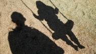 Ein Schatten, der für immer bleibt: Kann es für Opfer sexuellen Missbrauchs eine Wiedergutmachung geben?