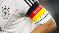 An der Armbinde sollt ihr ihn erkennen: Philipp Lahm als Spielführer der Nationalmannschaft im September 2012