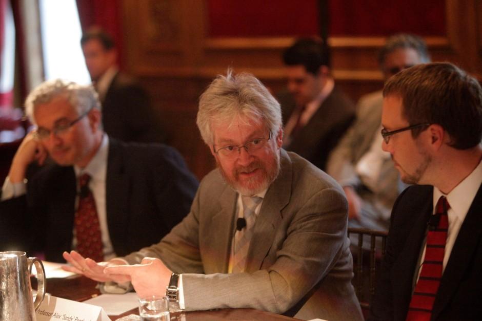 Will die Systeme der Gesellschaften innerhalb eines Kontrollrahmens neu erfinden: MIT-Professor Alex Pentland im September 2011