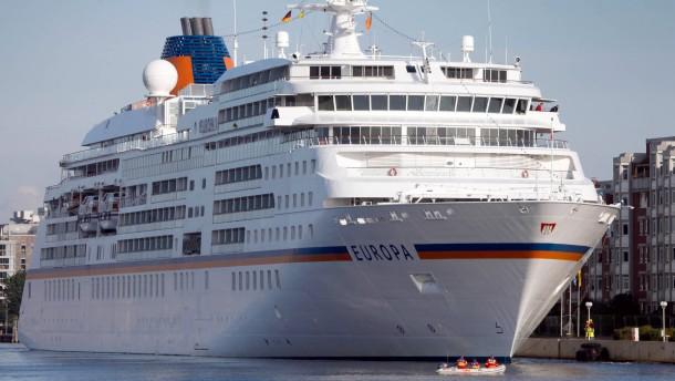 MS Europa besucht Wilhelmshaven