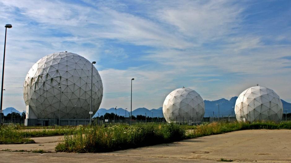 Unter einer Kuppel: Bis 2004 betrieb die NSA in der Nähe von Bad Aibling eine Abhörbasis