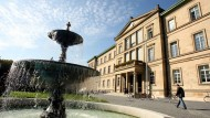 Läuft das Gesetz nicht auf eine Einschränkung der Publikations- und damit der Wissenschaftsfreiheit hinaus? Die Dekane der Eberhard-Karls-Universität Tübingen sehen Rechtsprobleme